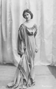 ISADORA DUNCAN American dancer in a long robe 1878 - 1927