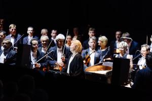 Дирижер Эва Михник и её оркестр
