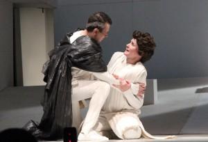 Милосердие Тита в театре Покроского сцена из спектакля