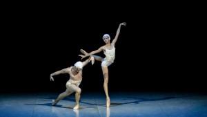 "Миниатюра ""Умирающий лебедь"" в хореографии А. Мирошниченко. Исполнители Инна Билаш и Никита Четвериков"