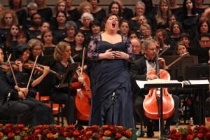 Джемми Бартон исполняет арию из оперы Сен-Санса «Самсон и Далила», фотограф – Хироюки Ито
