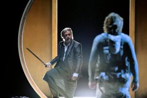 Герд Гроховски слева в роли Клингсора и Клаус Флорианом Вогт в роли Парсифаля. Фото Enrico Nawrath