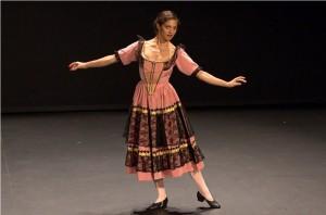 Романи Пайдак в образе культовой балерины XIX века Фанни Эльслер на мероприятии проекта «Эволюция балета»