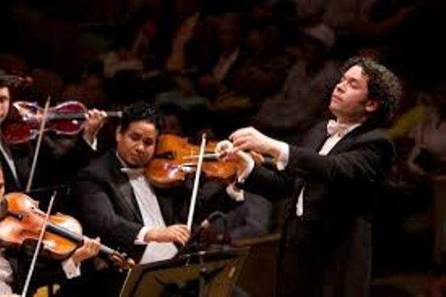 Густаво Дудамель с оркестром имени Симона Боливара