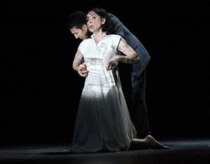 Фауст (Хачатур Бадалян) прощается с Маргаритой, на которой дьявольский проектор запечатлел историю ее грехопадения