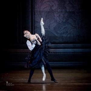 Л. Лакарра и М. Дино в балете «Дама с камелиями»