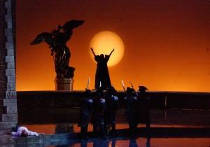 Опера Тоска в Вероне. Сцена их оперы