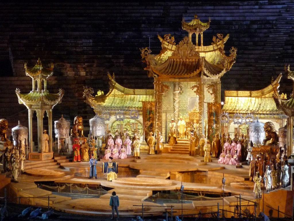 Золото, золото и золото.   «Турандот» в Арена ди Верона