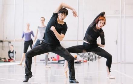 Сохранить почерк и методы великого хореографа, но уже в новых условиях. (Gregory Batardon)