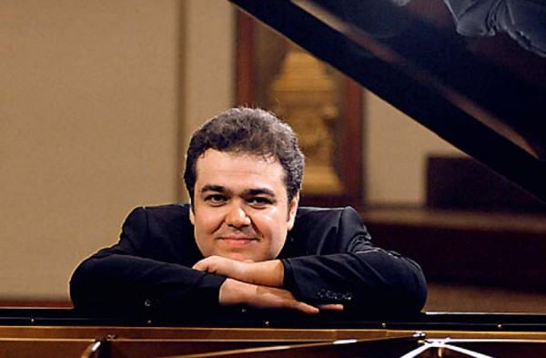 Аркадий Володось: портрет пианиста