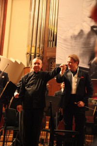 Михаил Плетнев и Александр Сладковский после исполнения концерта Шумана. Фото Сергея Бирюкова