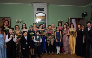 Ученики и преподаватели Центра вокального искусства с художественным руководителем Валентиной Николаевной Левко