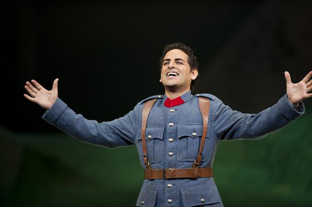 Хуан Диего Флорес в роли Тонио в опере Г.Доницетти «Дочь полка» © Bill Cooper