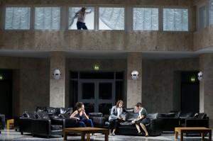 Обзор: Смелая переработка «Кармэн» в постановке Дмитрия Чернякова. Действие происходит в больнице