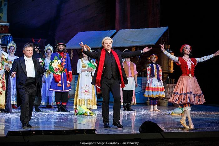 Аполлоновы трубы на фасаде театра возвестили о начале белорусского праздника танца