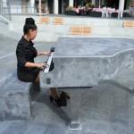 В Хайфе установили рояль из бетона. Желающие приглашаются музицировать!