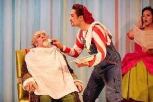 Хосе Фардильо в роли Дона Бартоло и Вито Прианте в роли Фигаро – «Севильский цирюльник» в Ковент-Гардене
