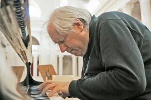 Пианист Григорий Соколов дал традиционный ежегодный сольный концерт в Большом зале петербургской Филармонии
