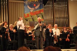 Директор филармонии Александр Колотурский и Рене Мартен (справа от него) закрывают фестиваль. Фото Сергея Бирюкова
